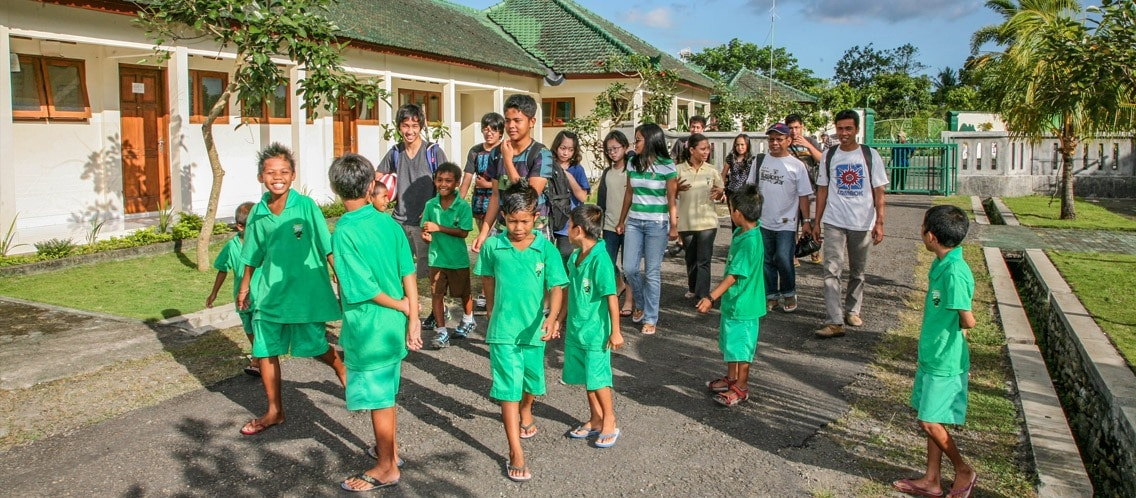 school-community-service-peduli-anak-lombok